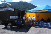 OE9-Mobil neben Support Unit Austria
